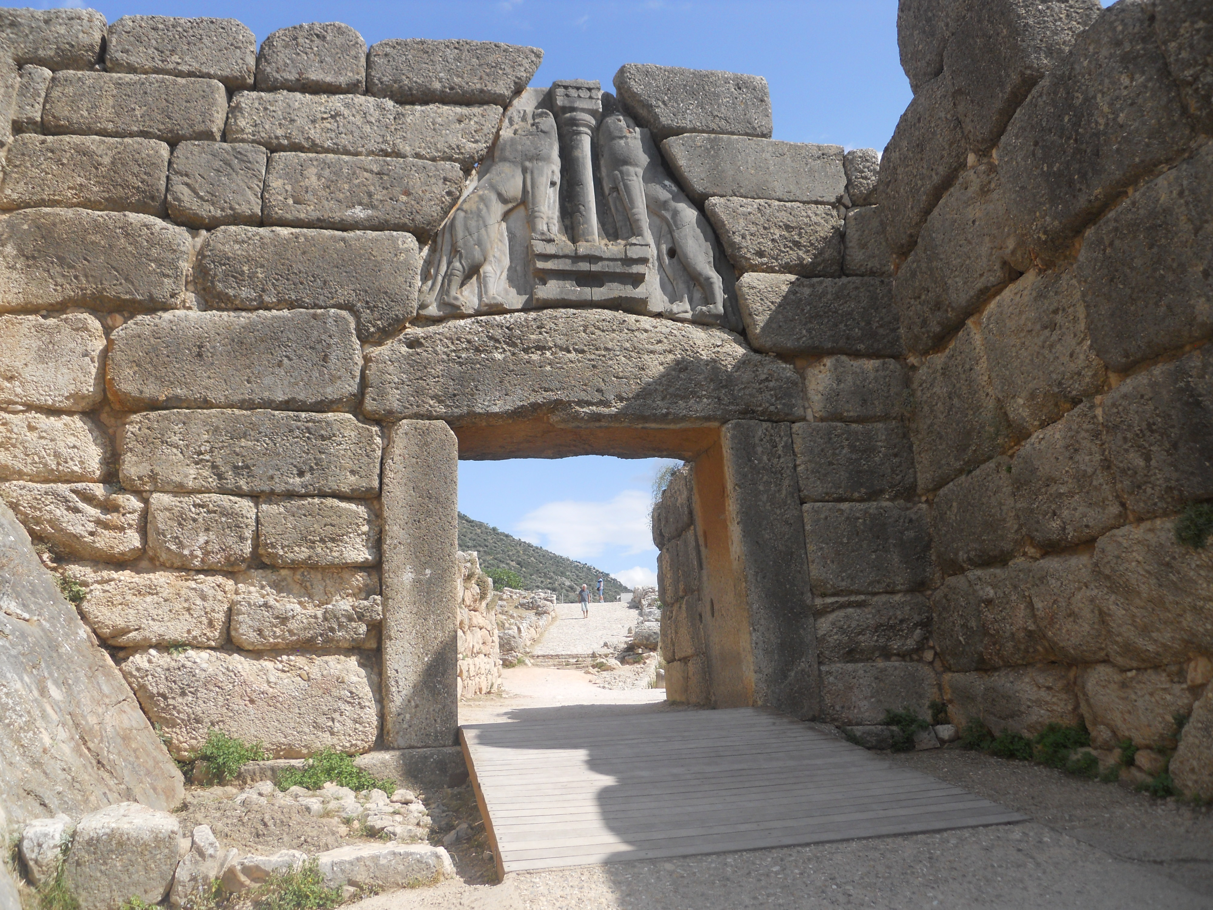the lion gate of mycenae The lion gate at mycenae mycenae (mi see' née), was just north of what later became corinth in 1300 bc the king built a wall 23 ft wide and 60 ft high.